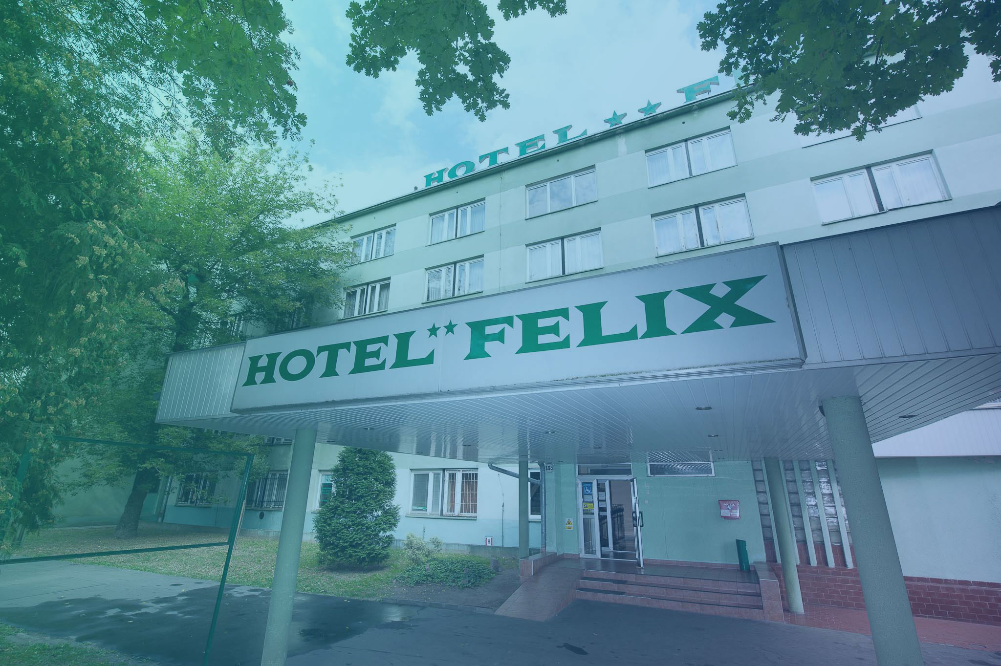 Zdjęcie przedstawiające wejście do hotelu felix